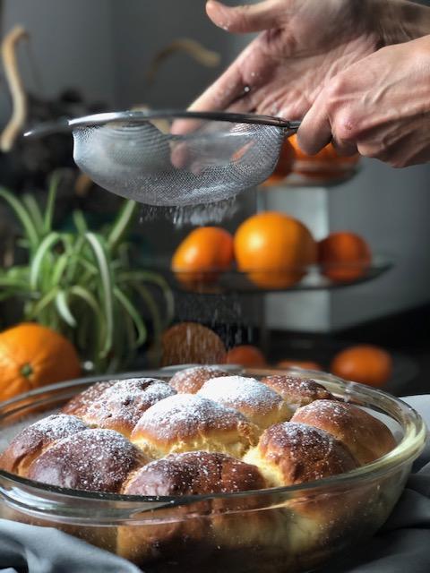 brioches caseros de naranja y chocolate