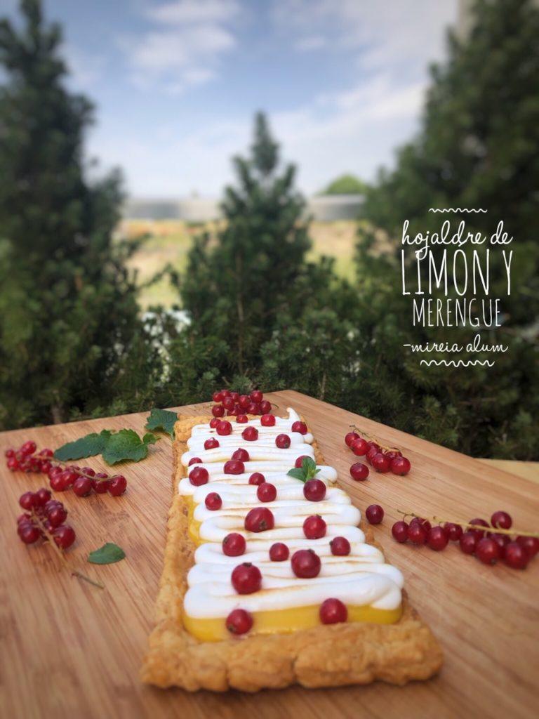 Hojaldre de limón, merengue y grosellas