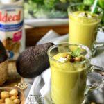 crema de aguacate puerros y pistachos