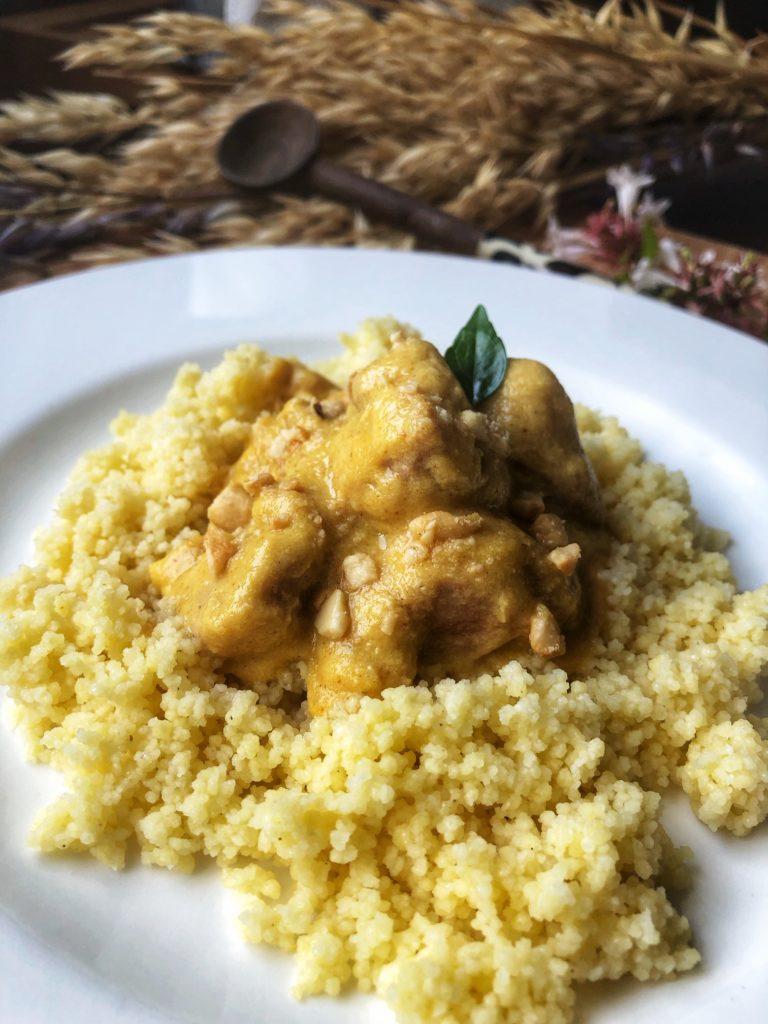 Pavo con salsa de curry y mango