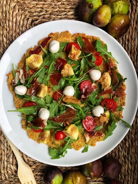 Pizza de quinoa con higos y jamón ibérico