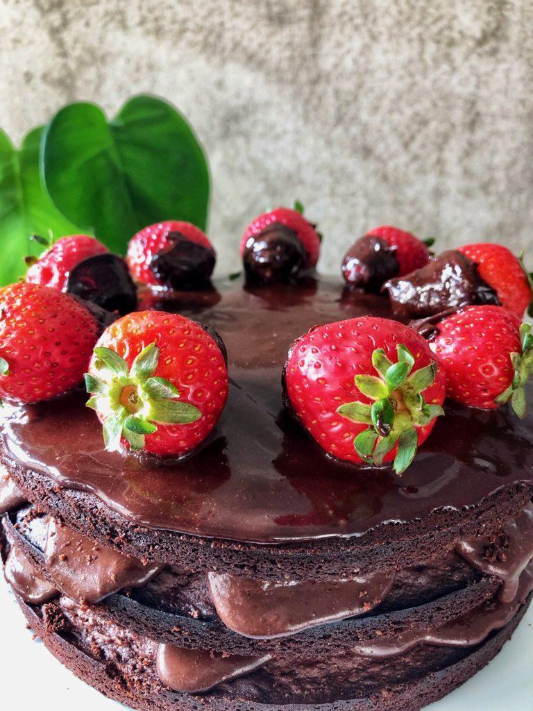 tarta tres pisos chocolate y fresas