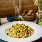 Pasta vegana: fusilli de espelta bio con tofu y salsa de nueces y guisantes