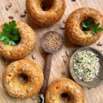 Mini donuts de espelta integral semillas y queso