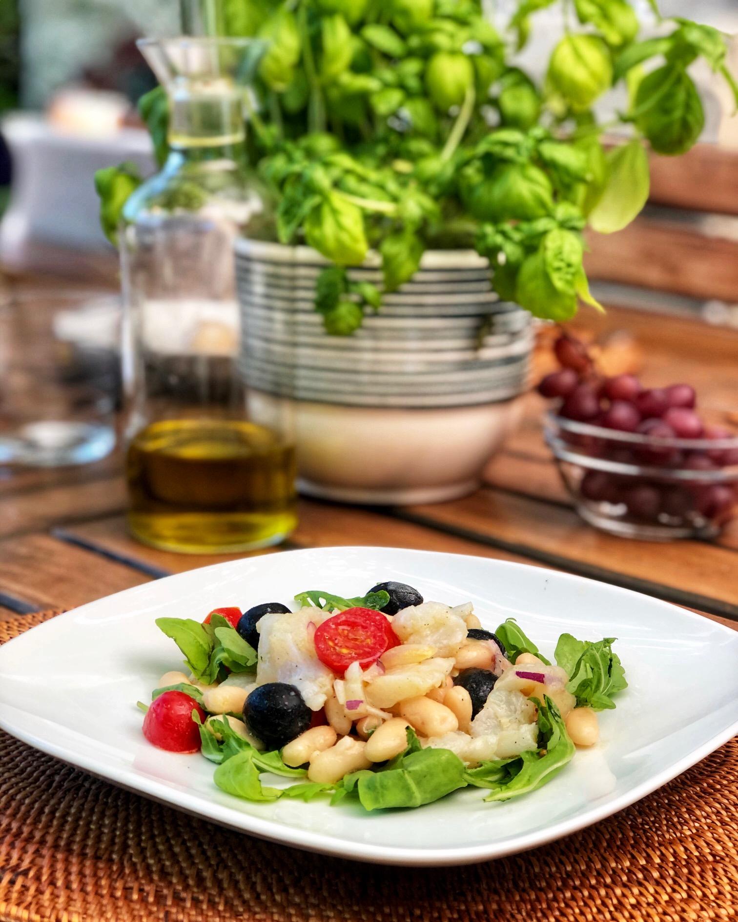 Empedrat: ensalada de alubias blancas y bacalao