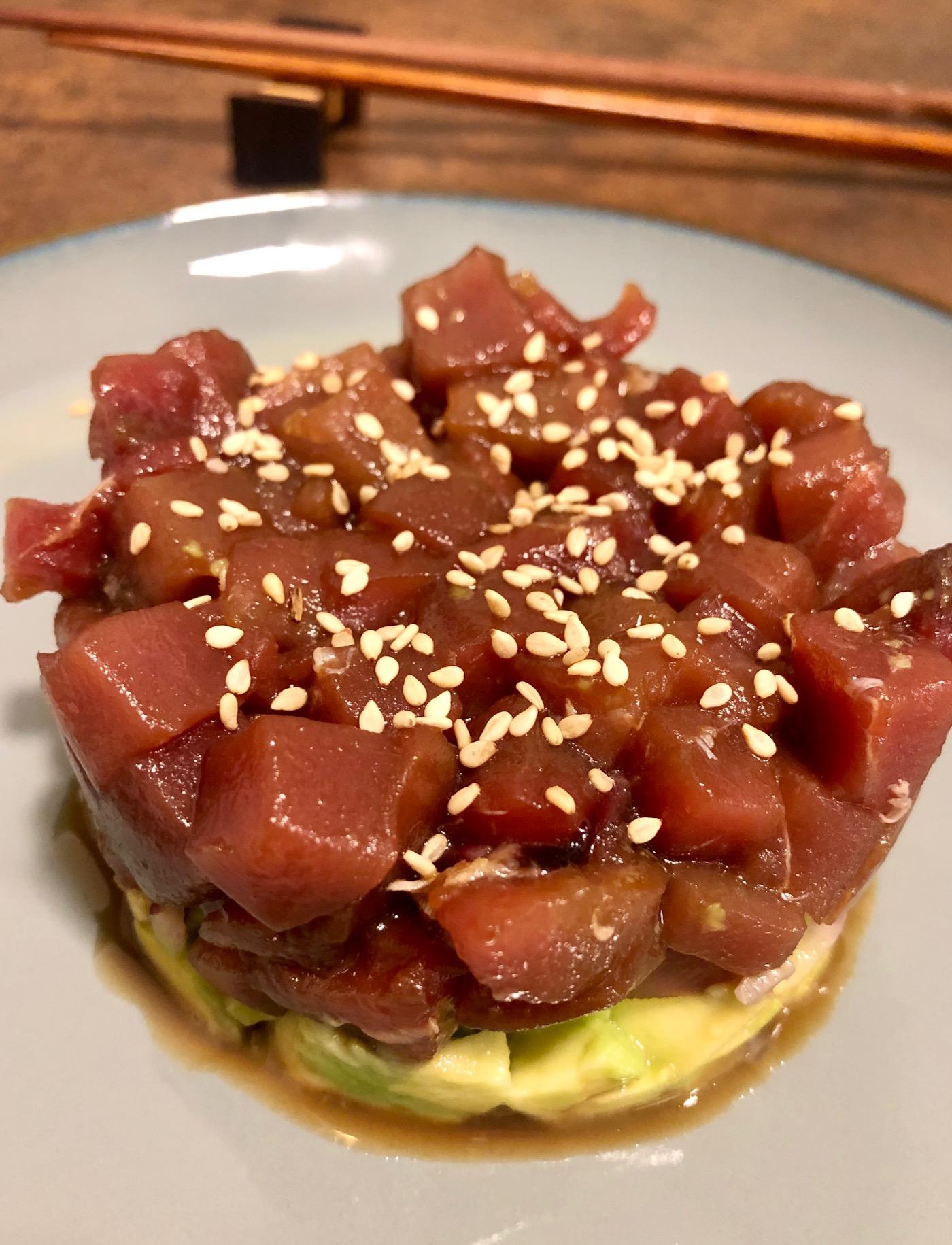 Tartar de atún o salmón, mango y aguacate