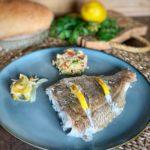 Besugo al horno y ensalada de quinoa y brócoli