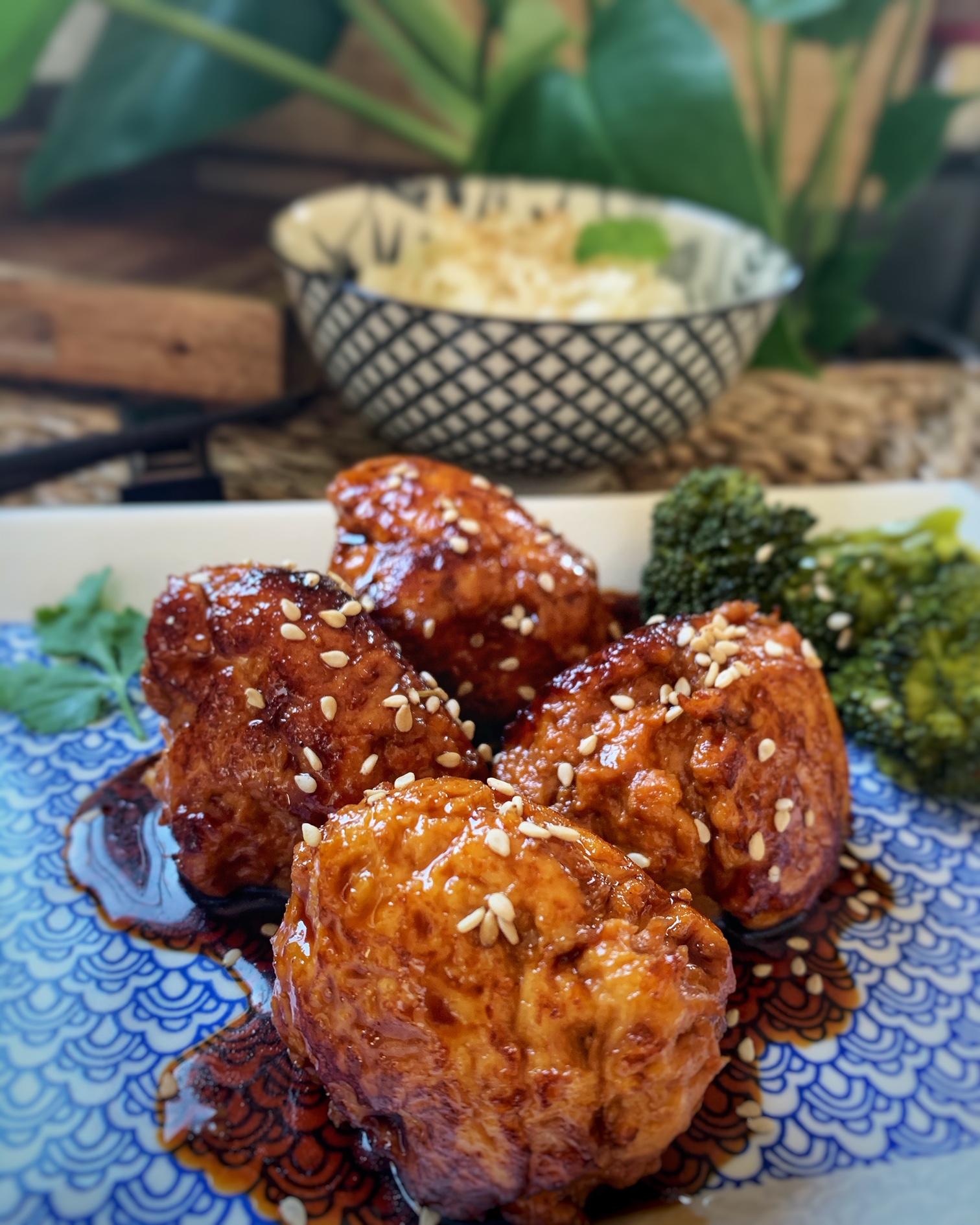 Albóndigas de pollo con salsa japonesa
