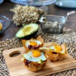 Nidos gourmet con pimientos caramelizados, huevos de codorniz y aguacate
