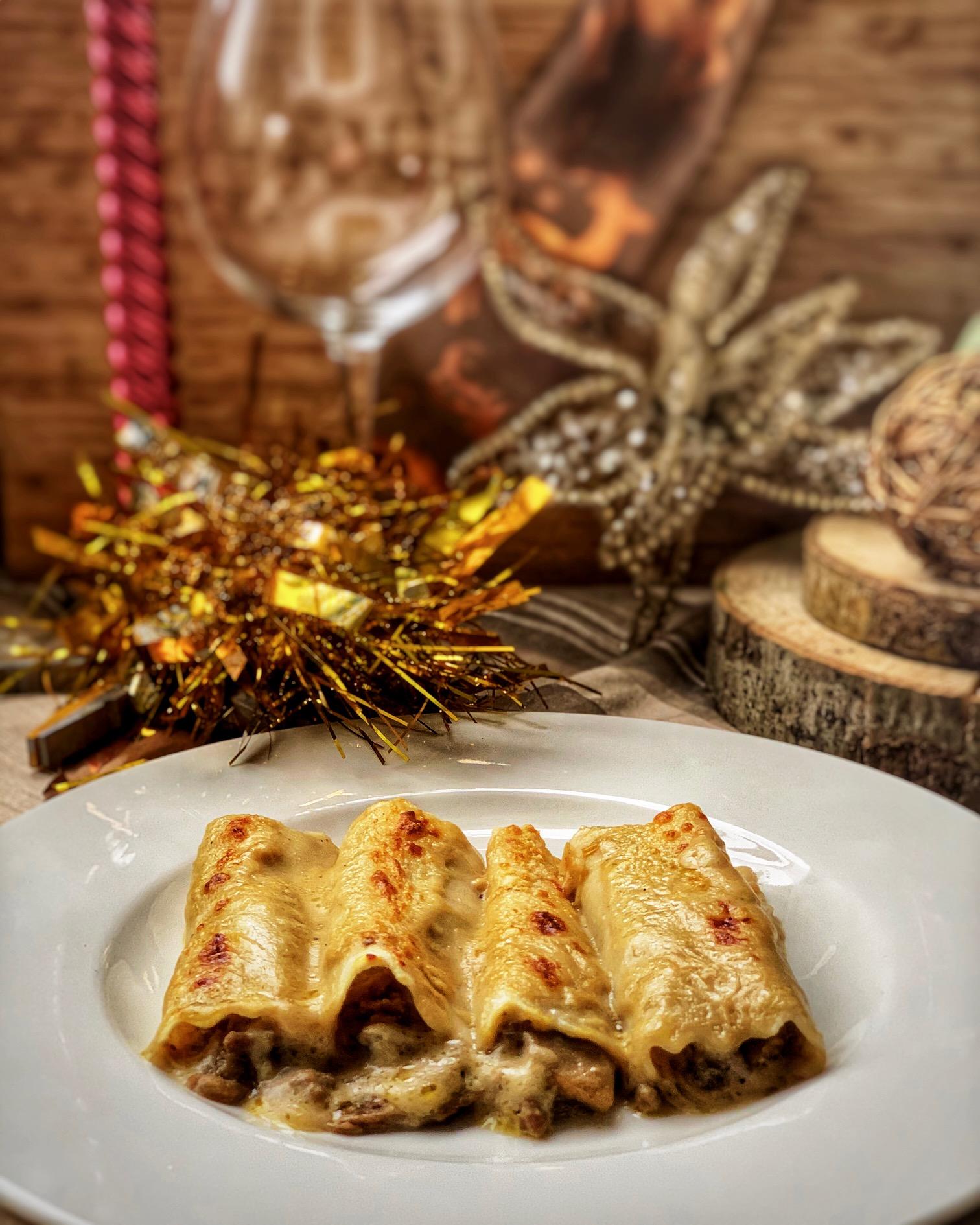 Canelones de foie, carne y setas de temporada